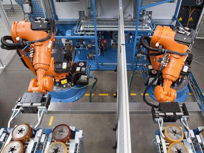 Kuka Roboterarme bei der Arbeit
